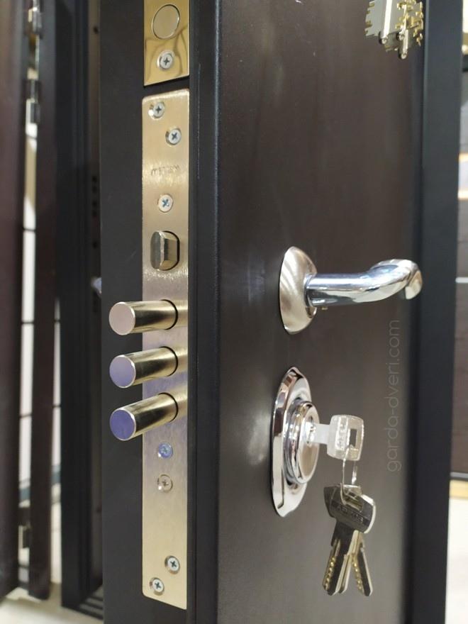 дверь Гарда S1 Черный шелк, цилиндровый замок Меттем