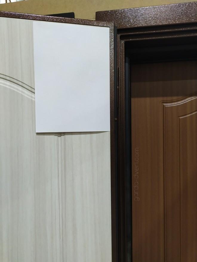дверь Гарда S1 цвет панелей в сравнении с листом А4