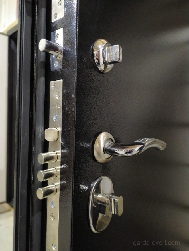 дверь Гарда S3 черный цвет, вид изнутри