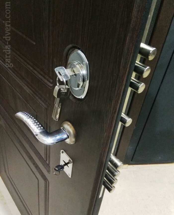 Двери Гарда S5 замки вид снаружи