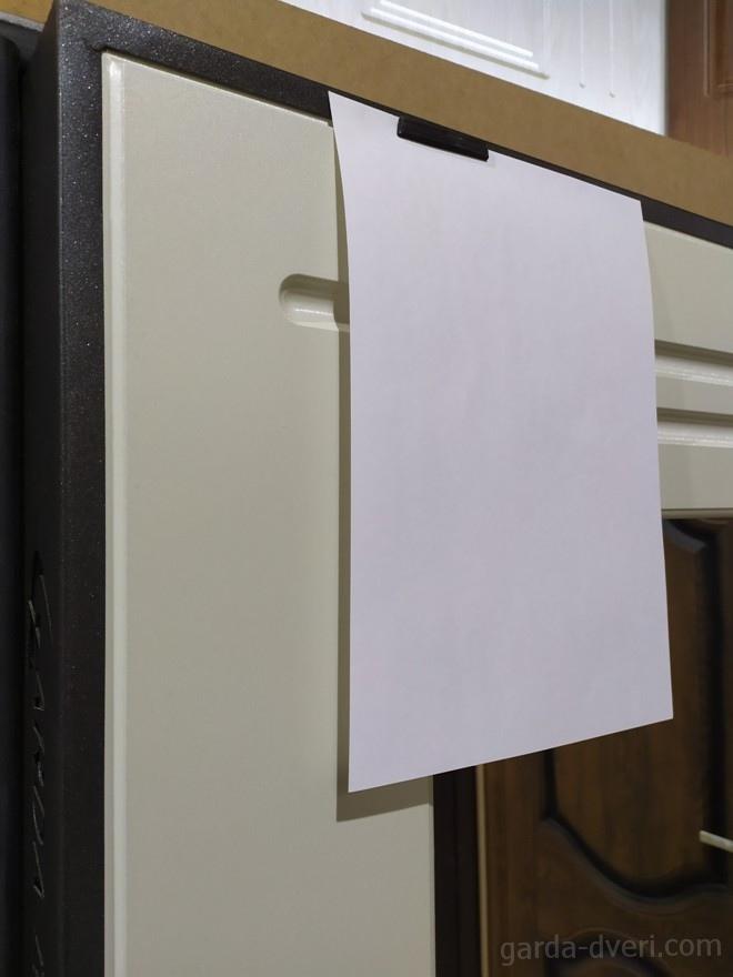 дверь Гарда S7 Зеркало цвет панели в сравнении с листом А4