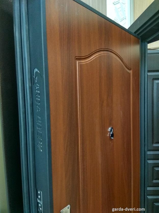 Дверь Гарда S1 панель Орех