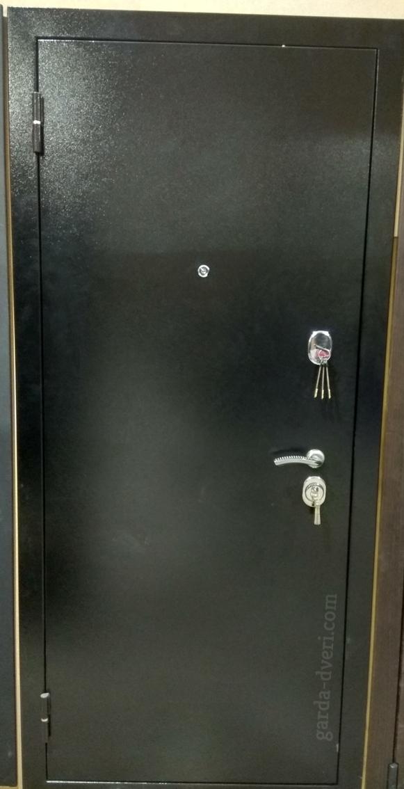 Двери Гарда S3 цвет черный вид снаружи