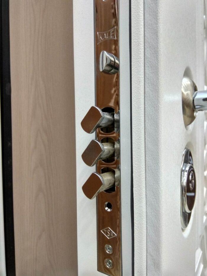 Двери Гарда S13 замок в поворотным ригелем